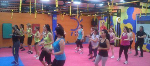 Haciendo ejercicio en las clases de Zumba en el gimnasio Energy!
